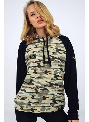 Emjey Kolu Siyah Kamuflaj Desen Kapüşonlu Sweatshirt Haki